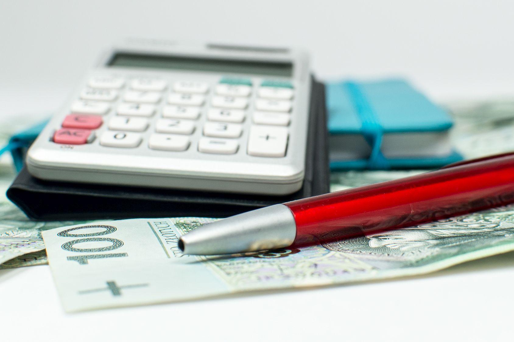 całkowity koszt kredytu a całkowita kwota kredytu różnice